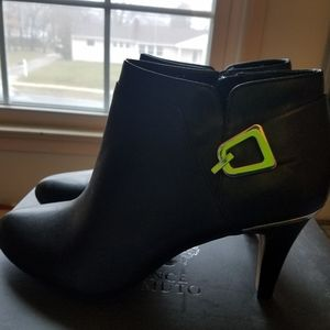 Vince camuto booties black size 9